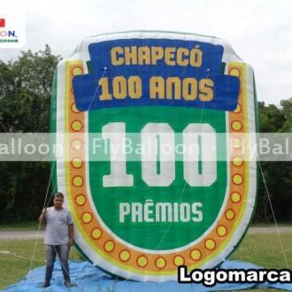 logomarca inflavel promocional chapeco 100 anos