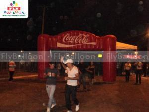portico inflavel promocional coca cola