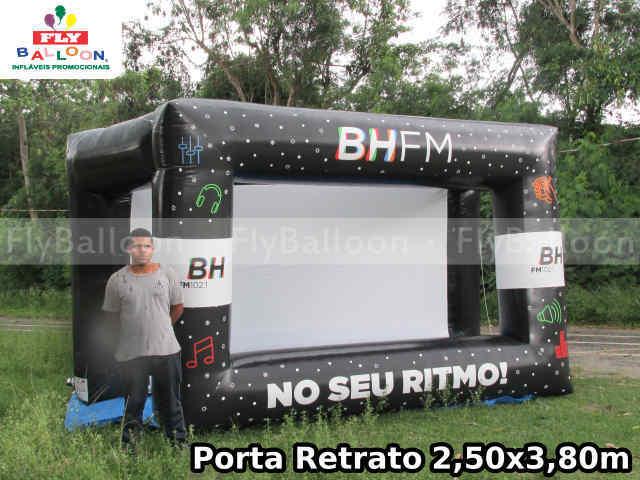 porta retrato humano inflavel gigante promocional radio bh fm