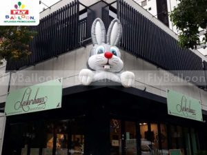coelho inflável promocional leckerhaus confeitaria