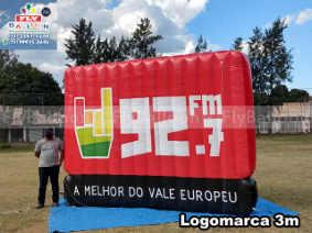 logomarca inflável gigante promocional rádio 92 fm
